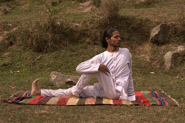 Un yogui de la India. El cuarto camino, incluye aspectos del camino del yogui.